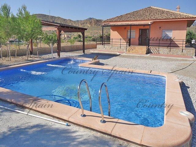 {:en}Villa with pool and carport in Abanilla{:}{:fr}Villa avec piscine et carport à Abanilla{:}{:nl}Villa met zwembad en carport in Abanilla{:}