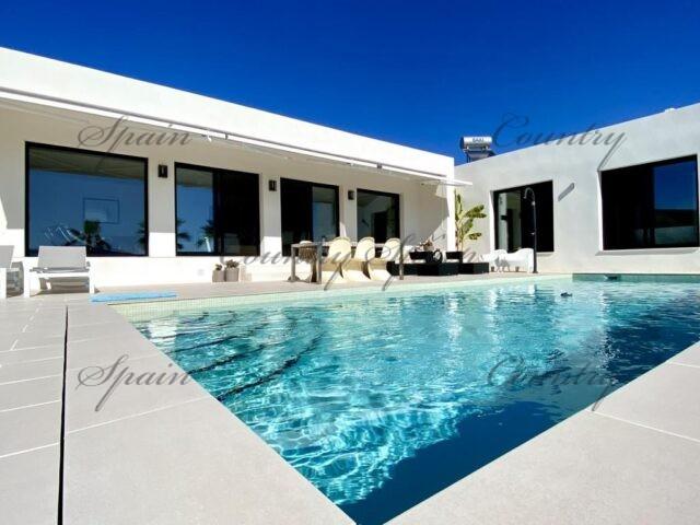 {:en}Exclusive new build villa Ibiza style with pool in the Hondon area{:}{:fr}Luxueuse et exclusive villa style Ibiza avec piscine à construire dans la vallée de Hondon{:}{:nl}Luxueuse nieuwouw Ibiza-stijl met zwembad in de Hondon Valley{:}